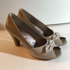 Mudd duo-tone Beige Peep toe heels
